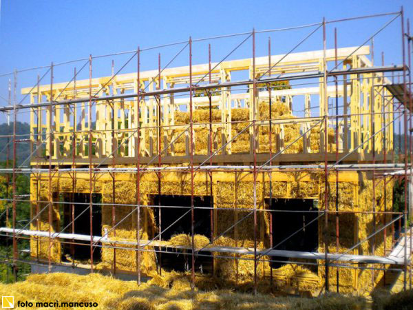 casa-di-paglia-con-struttura-in-legno1_fonte