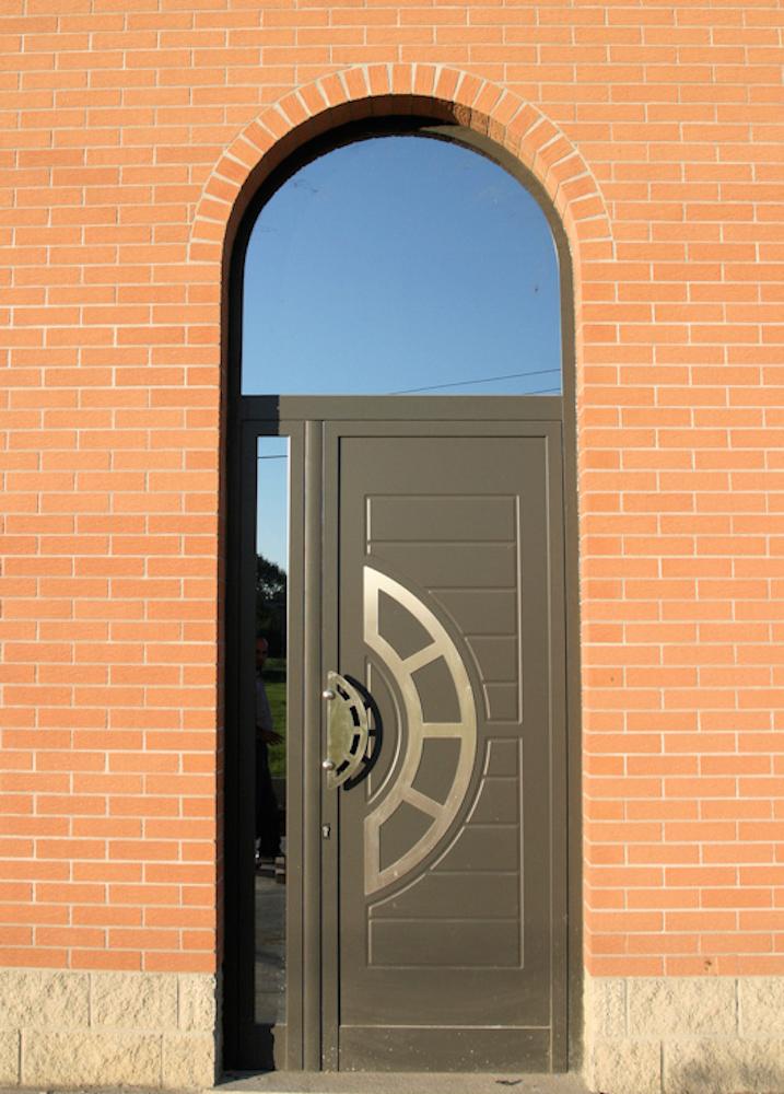 porte blindate coibentate D'adamo infissi è specializzata da oltre vent'anni nella vendita di infissi in pvc a vasto ampia scelta anche di porte da interni, porte blindate e da garage.