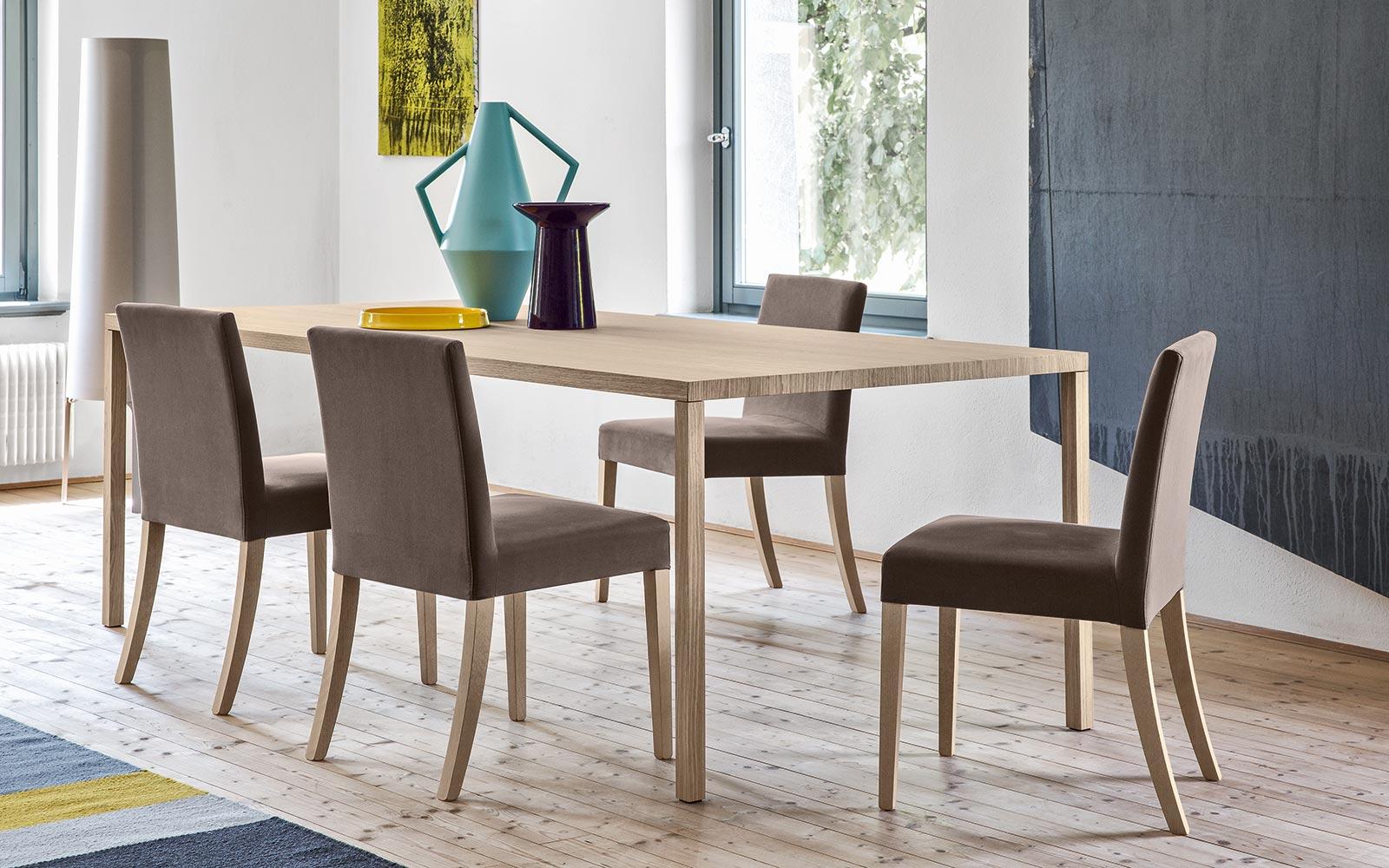 Sedie Schienale Alto Design : Sedia imbottita in pelle con braccioli con schienale alto