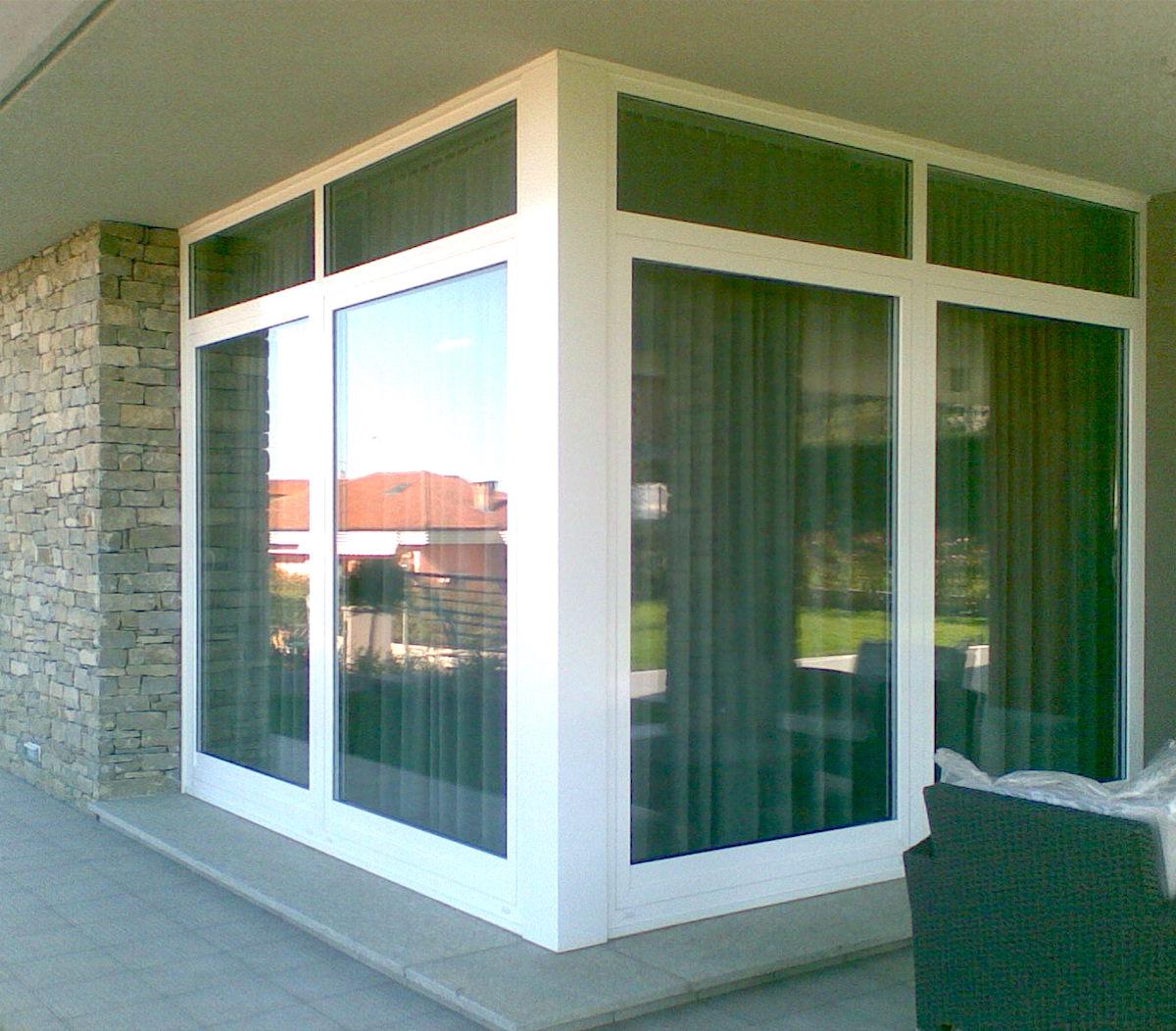 Verande in pvc grandacasa for Casa con veranda