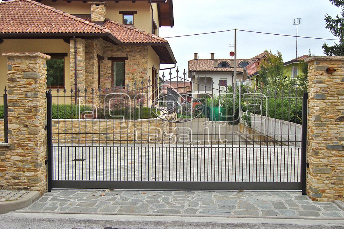 Cancelli scorrevoli grandacasa for Cancelli da giardino