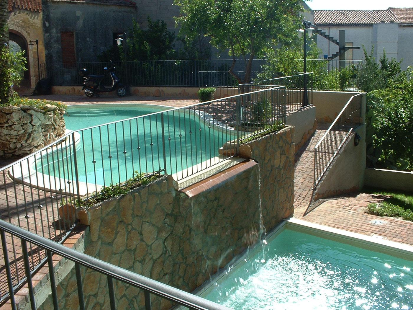 Recinti in giardino con costruire una cascata giardino for Cascata giardino