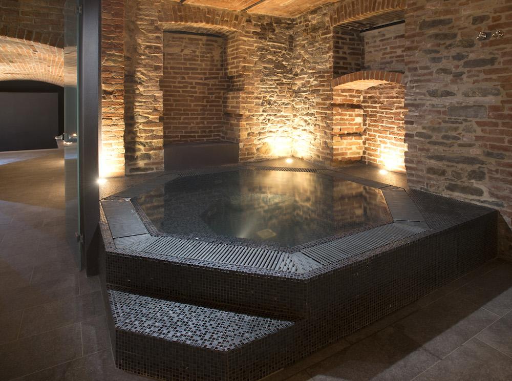 Vendita vasche idromassaggio grandacasa for Costo per costruire una casa piscina con bagno